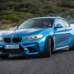 2016-BMW-M2-Coupe-front-three-quarter-burnout
